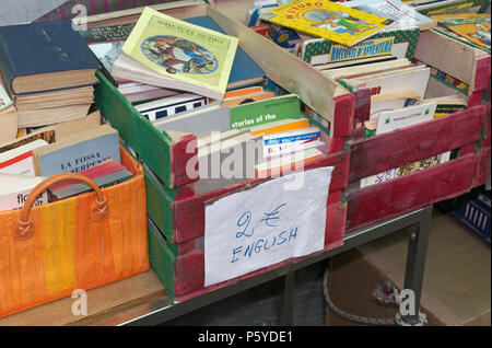 second hand book stall in Piazza dei Ciompi, Florence, Italy - Stock Image
