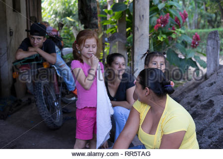 Nicaraguan campo family has one red haired daughter - Stock Image