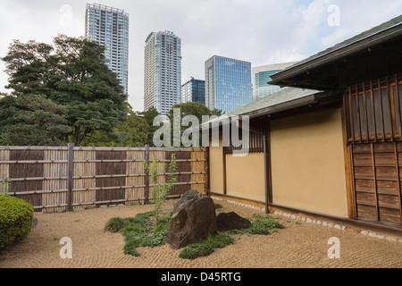 The rock garden at Nakajima no ochaya teahouse at Hamarikyu Detached Garden, Tokyo, Japan - Stock Image
