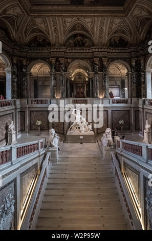Interior architectural details and staircase, Kunsthistorisches Museum (Museum of Art History), Maria-Theresien-Platz 1, Vienna, Austria - Stock Image