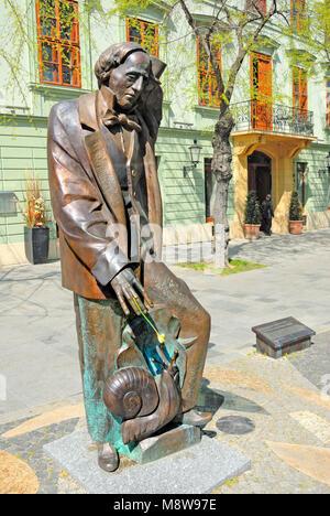 Bratislava, Slovakia. Statue of Hans Christian Andersen by Stefan Svetko in Hviezdoslavovo namestie (square) - Stock Image