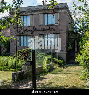 Ruine der Künste Berlin. Ruin of the Arts Berlin - private project space for art The space was opened in 1985 by media artist Wolf Kahlen. - Stock Image