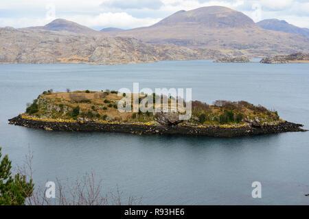 Eilean an Inbhire Bhain, small island off Inverbain on Loch Shieldaig, Applecross Peninsula, Wester Ross, Highland Region, Scotland - Stock Image