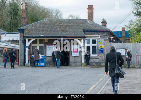 Morning commuters arriving and leaving Chesham Metropolitan Line station. - Stock Image