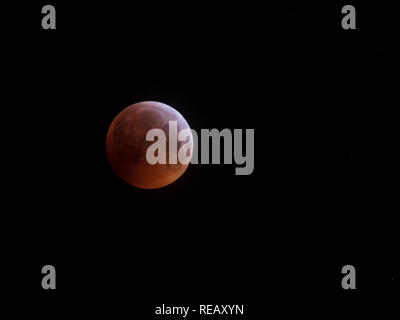 Aberdeen, Scotland, UK. 21st Janaury 2019. Super Blood Wolf Moon Total Eclipse as seen from Aberdeen, Scotland Credit: AC Images/Alamy Live News - Stock Image