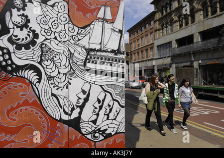 students afflecks palace mural oldham street manchester youth girls females - Stock Image