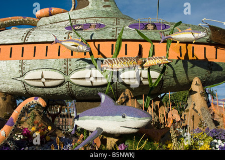 """City of Long Beach Rose Parade Float """"Passport to the Pacific,"""" submarine - Stock Image"""