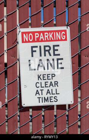 No Parking – Firelane – Keep Clear at All Times, sign on fence - Stock Image