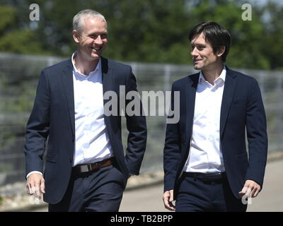 Prague, Czech Republic. 30th May, 2019. Vaclav Jilek (left) was named the new head coach of AC Sparta Praha. The current Sigma Olomouc coach has signed a three-year contract in Prague, Czech Republic, May 30, 2019. Praha Sports Director Tomas Rosicky (right) introduced the new coach at the press conference in Letna. Credit: Michal Kamaryt/CTK Photo/Alamy Live News - Stock Image
