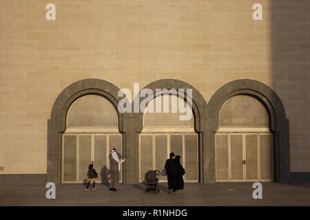 A Gulf Arab family visiting the Museum of Islamic Art, Doha, Qatar - Stock Image