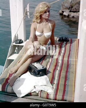 Brigitte Bardot / A Very Private Affair / 1961 directed by Louis Malle ( Pathé / Metro-Goldwyn-Mayer Pictures - Stock Image