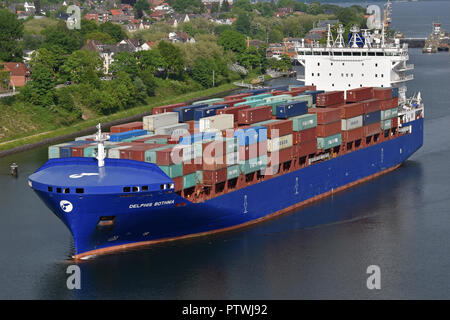 Kiel canal max feedervessel Delphis Bothnia off Kiel-Holtenau - Stock Image