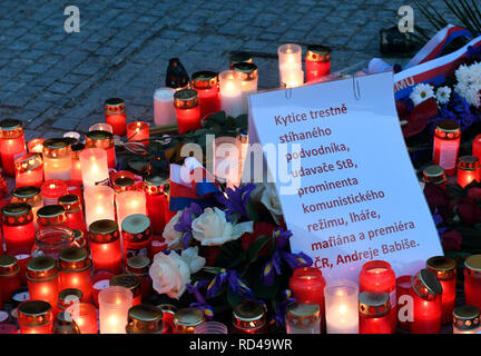 Prague, Czech Republic. 16th Jan, 2019. People lit up candles at memorial plaque for Jan Palach at upper part of Wenceslas Square in Prague, Czech Republic, on January 16, 2019. Palach, a student of the Charles University's Faculty of Arts, set himself on fire in Prague on January 16, 1969 in protest against people's growing lethargy following the August 21, 1968 Soviet-led invasion of Czechoslovakia. He died of fatal burns three days later, aged 20. Some people attached a critical notice to flowers sent by PM Andrej Babis. Credit: Michal Krumphanzl/CTK Photo/Alamy Live News - Stock Image