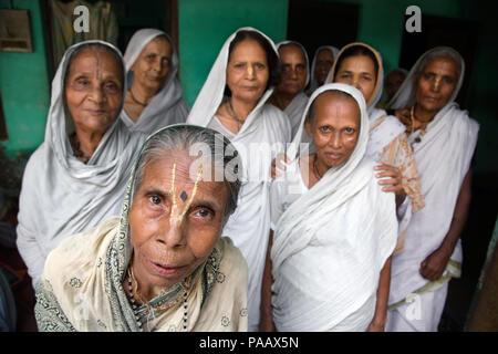 Indian Hindu widows living in communities in ashrams in Vrindavan , India - Stock Image