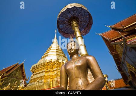 Thailand, Chiang Mai, Doi Suthep.  Buddha statue and chedi at Wat Phra That Doi Suthep - Stock Image