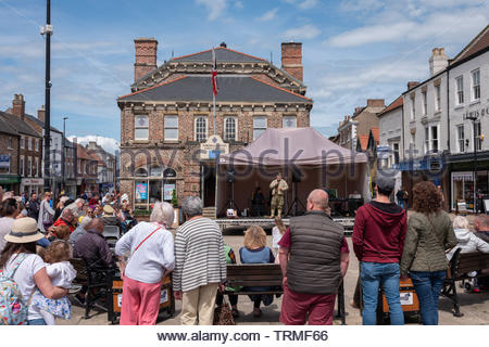 High Street, Northallerton, North Yorkshire, UK. 9th June 2019. Crowds and participants attending a 1940s event in the county town of North Yorkshire. Credit: Gary Clarke/Alamy Live News - Stock Image