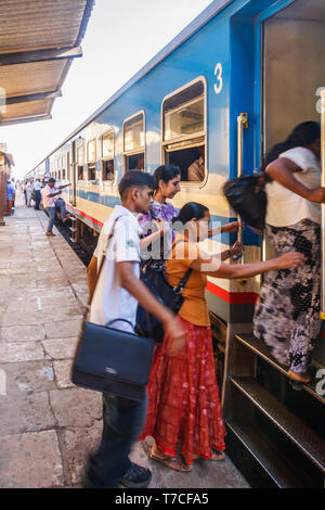 Colombo, Sri Lanka - March 16th 2011: Commuters getting on a train into the city. The train system is an integral part of the transport system. - Stock Image