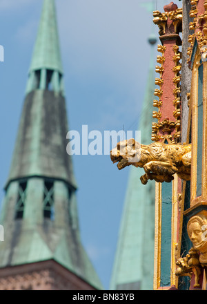 Schoner Brunnen Fountain detail Sebalduskirche in the background - Stock Image