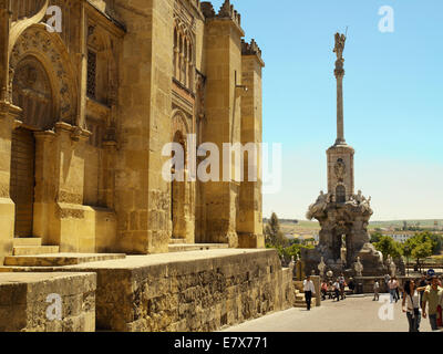 The mosque and statue on Calle Cardenal Herrero - Stock Image