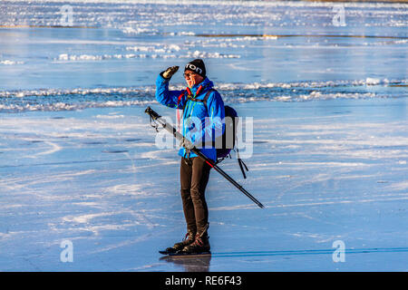Stockholm, Sweden. 20th January, 2019. The frozen bay of Lake Malaren in the city centre brings people of all ages out for a sunny Sunday skate at Stockholm, Sweden. Credit: © JHNEWS / Alamy Live News - Stock Image