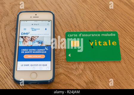 Paris, France - November 15, 2018 : French health insurance website, presenting the new 'shared medical file'(DMP), on a smartphone and 'Vital card' - Stock Image