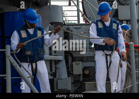 180828-N-CO914-01999.JPG LOS ANGELES (August 28, 2018) Sailors attach lifelines to the rails aboard the Avenger-class mine countermeasures ship USS Scout (MCM 8) as the ship is moored at the Port of Los Angeles to begin Los Angeles Fleet Week (LAFW).LAFW is an opportunity for the American public to meet their Navy, Marine Corps and Coast Guard teams and experience America's sea services. During fleet week, service members participate in various community service events, showcase capabilities and equipment to the community, and enjoy the hospitality of Los Angeles and its surrounding areas. ( - Stock Image