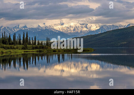 Reflection pond with Denali (Mt. McKinley) mountains in the background, Denali National Park, Alaska - Stock Image