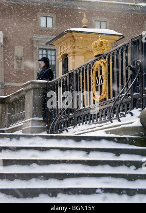 Stockholm Sweden winter. Royal Palace guard standing outside security booth. - Stock Image