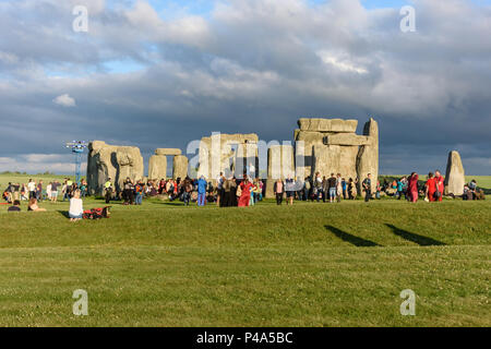 Stonehenge, Amesbury, UK, 20th June 2018,   Stonehenge at with first arrivals at the start of the solstice  Credit: Estelle Bowden/Alamy Live News. - Stock Image