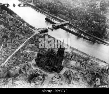 Aerial view of the cathedral in May 1945 - Stock Image