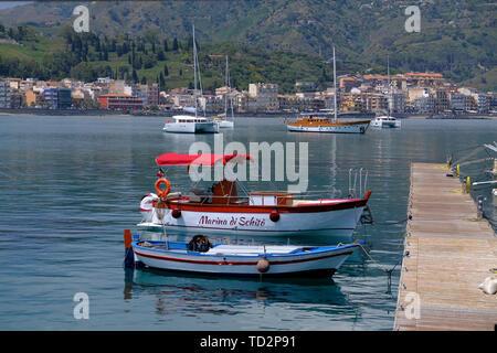 Yachts and boats in the resort of Giardini Naxos bay, Taormina, Sicily, Italy - Stock Image