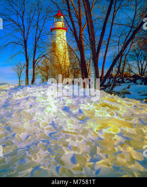 Marblehead Lighthouse in winter, Marblehead, Ohio,  Lake Erie shore Historic lighthouse dating from 1821 - Stock Image