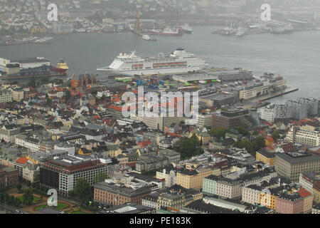 Bergen, Norway - 9 August 2018: A cruise liner seen docked on city of Bergen, Norway's second largest city seen from 320meters at the summit of Mount Floien.  The city was for many years the centre of trade between Norway and the rest of Europe and is now usually the starting point to  expeditions into the country. The 900 year old city steams its roots from the Viking age,  with Bryggen (The Hanseatic Wharf) being a remenant from this times and it today home to many of the cities restaurants, pubs, craft shops and museums. Photo: David Mbiyu - Stock Image