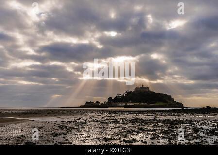 Sunburst over St Michael's Mount, Cornwall, UK - Stock Image