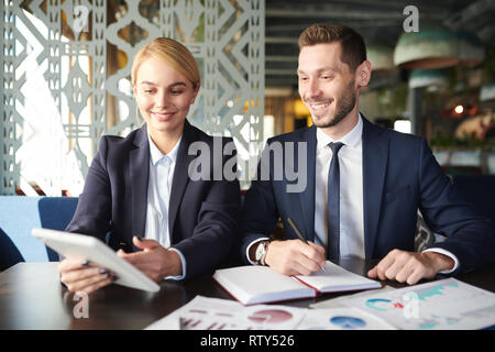 Discussing online ideas - Stock Image