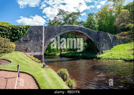 Medieval Brig O'Doon bridge spanning the River Doon at the Burns National Heritage Park in Alloway Scotland - Stock Image