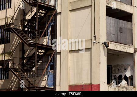 Abandoned office block next to docks in Ipswich. - Stock Image