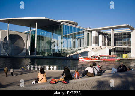 Berlin, government district, Elisabeth Lueders building , Spree, tour boat, people, - Stock Image