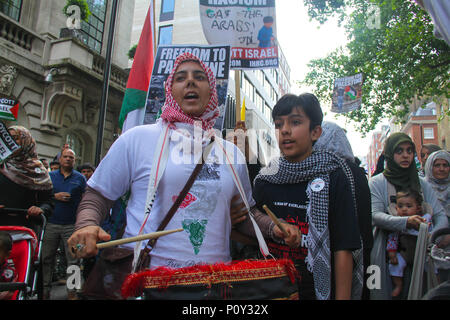 London, UK - 10 June 2018: A female protestor chants  'boycott Israel' as she drums during a demonstration outside the Saudi Arabia Embassy for Al Quds Day on 10 June 2018. The annual event held on the last Friday of Ramadan that was initiated in 1979 to express support for the Palestinians and oppose Zionism and Israel. Credit: David Mbiyu Credit: david mbiyu/Alamy Live News - Stock Image