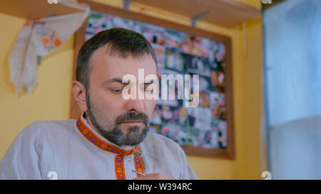 Professional male potter working in studio - Stock Image