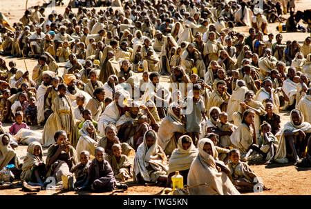 Famine in Sudan and Ethiopia 1984-1985 Starving Refugees fleeing the war in neighbouring Ethiopia and Tigre Province arrive at the Takalabab ( alt spelling: Tekalubab ) reception camp set up by Médecins Sans Frontières just inside Sudan border near Kassala. Many famine victims died upon arrival from starvation and wounds after being shelled and straffed by the Ethiopian airforce. - Stock Image