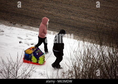 Paisley, Scotland, UK. 28th February, 2018. Shoppers find an alternative way to take their supermarket shop home, - Stock Image