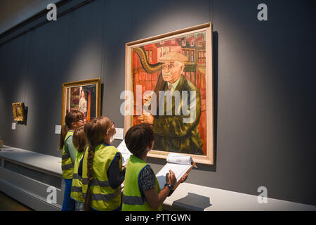 Brighton UK 11th October 2018 - Brighton schoolchildren choose their favourite portraits on show at the Museum and Art Gallery as part of their See Portraits Be Portraits event which goes on until next July . The event is aimed at families who can also create their own art at the gallery's  Creation Station Credit: Simon Dack/Alamy Live News - Stock Image