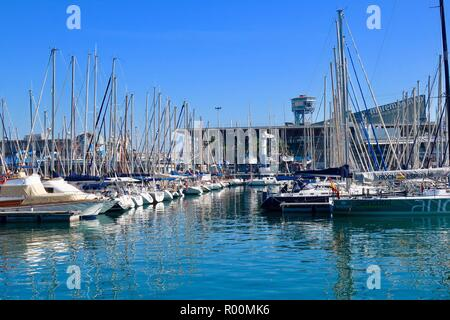 Barcelona, Spain, October 2018. Boats moored in the marina by the Maremagnum shopping centre. Hot sunny afternoon. - Stock Image