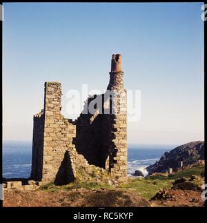 Engine house, Wheal Edward Mine, Botallack, St Just, Cornwall, 1967-1970. View of the abandoned engine house with the Atlantic in the background. - Stock Image