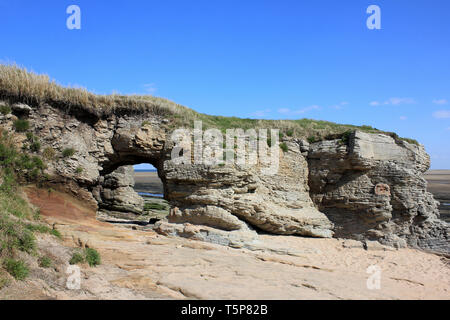Sandstone Arch at Middle Eye, Hilbre Islands, Dee Estuary - Stock Image