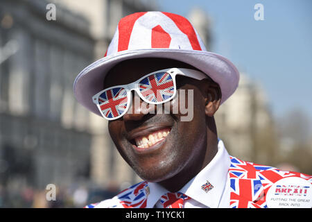 London, UK. 29th Mar, 2019. Pro Brexit supporters gather in Parliament Square London today as they show their anger at not leaving the EU today . MP's are sitting today to debate leaving the European Parliament on the day it was originally supposed to happen Credit: Simon Dack/Alamy Live News - Stock Image