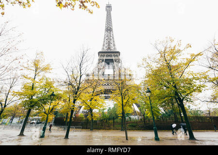 Paris (France) - Tour Eiffel in a rainy day and natural fall colors - Stock Image