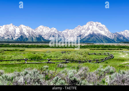 A fence with the Grand Tetons in the background in Grand Teton National Park near Jackson Hole, Wyoming USA. - Stock Image