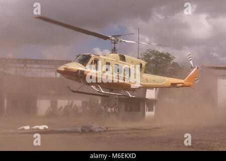 A rented helicopter takes a British news crew to cover the floods in Mozambique, march 2000. - Stock Image